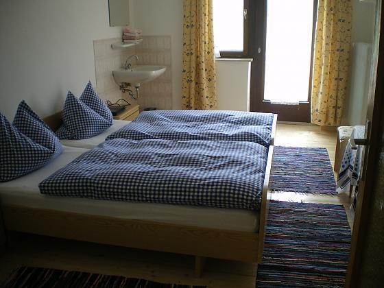 Doppel- und Dreibettzimmer