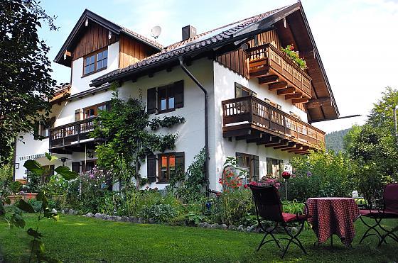 Ferienwohnung mit Terrasse + Balkon